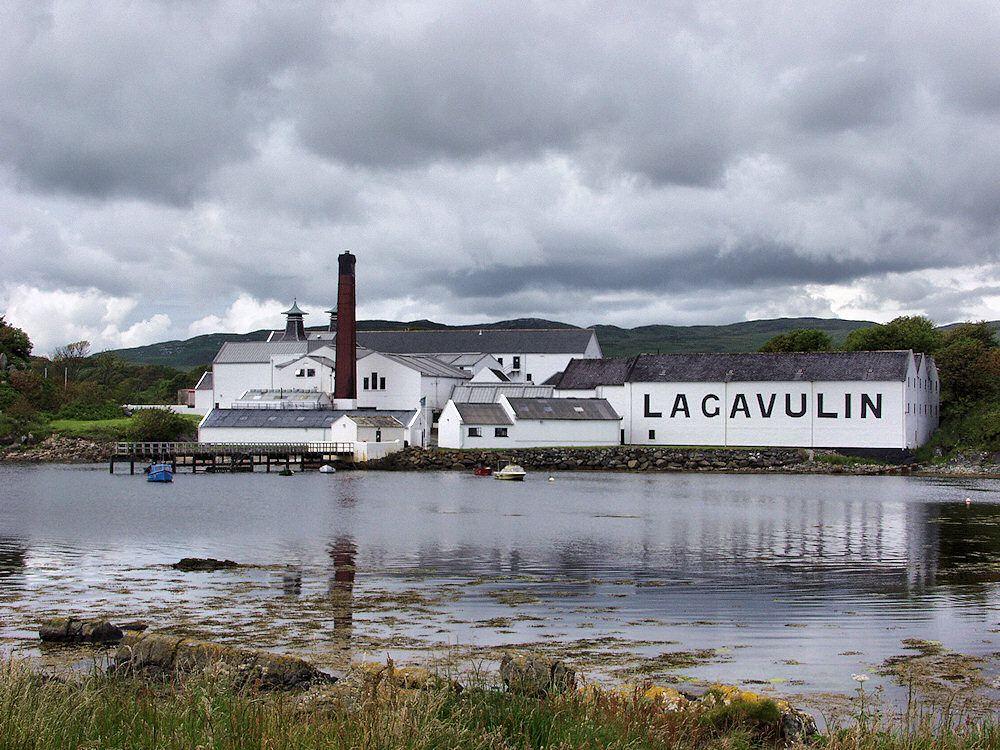 Lagavulin Distillery 16 year old review single malt